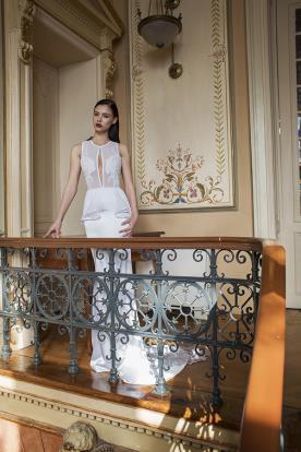 שמלת כלה מיוחדת עם פפלום ושובל