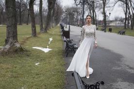 שמלת כלה צנועה, בשילוב שסע