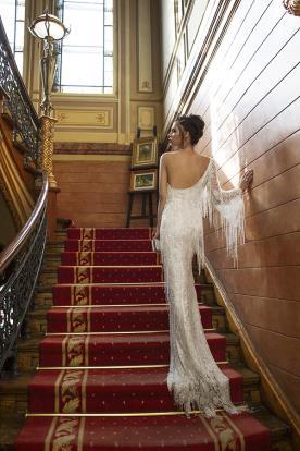 שמלת כלה אסימטרית עם גב פתוח