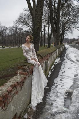 שמלת כלה מתחרה במראה ניוד