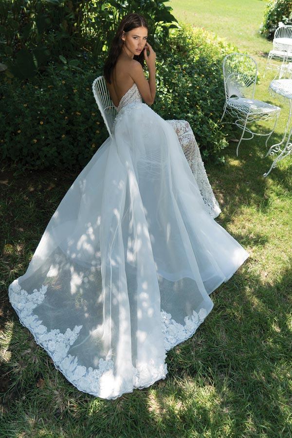 שמלת כלה עם שובל בגימור תחרה