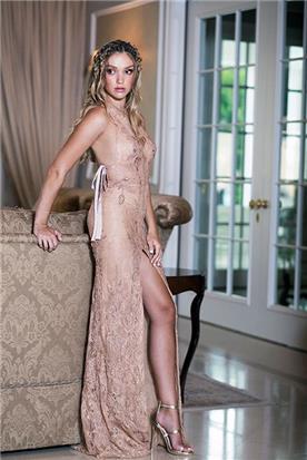 שמלת כלה או ערב: שמלת ערב, שמלת שושבינה, שמלה בסגנון נועז, שמלה עם כתפיות דקות, שמלה עם מחשוף, שמלה עם שסע, שמלה בצבע ורוד - shlomit azrad haute couture- שלומית אזרד