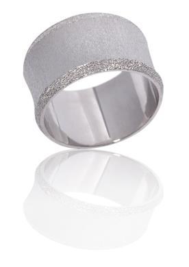 טבעת נישואין עם 2 שורות מעוטרות נצנצים