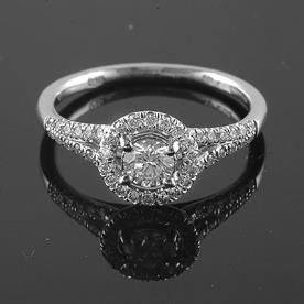 טבעת נישואין יהלום מרכזי עגול