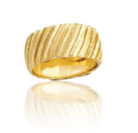 טבעת נישואין מעוטרת פסים ונצנצים