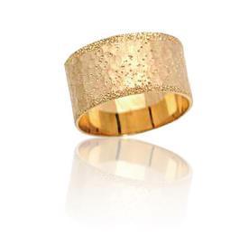 טבעת נישואין נוצצת עם נקודות