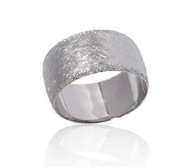 טבעת נישואין נוצצת מזהב לבן