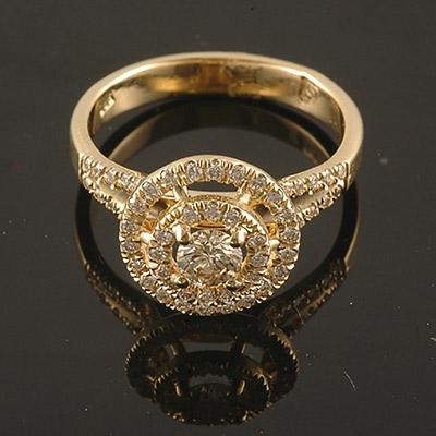 טבעת נישואין יהלום מרכזי גדול