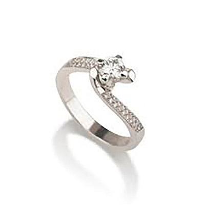 טבעת אירוסין מפותלת ויהלום מוגבהה