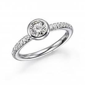 טבעת אירוסין קלאסית יהלום עגול ויהלומים מסביב