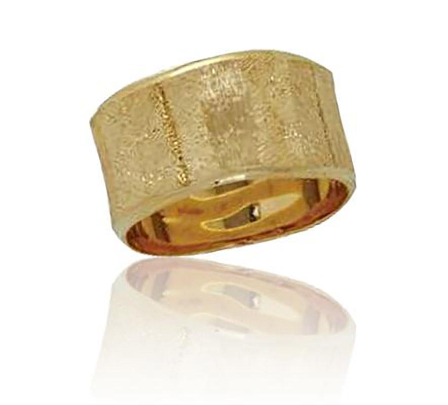 טבעת נישואין נוצצת