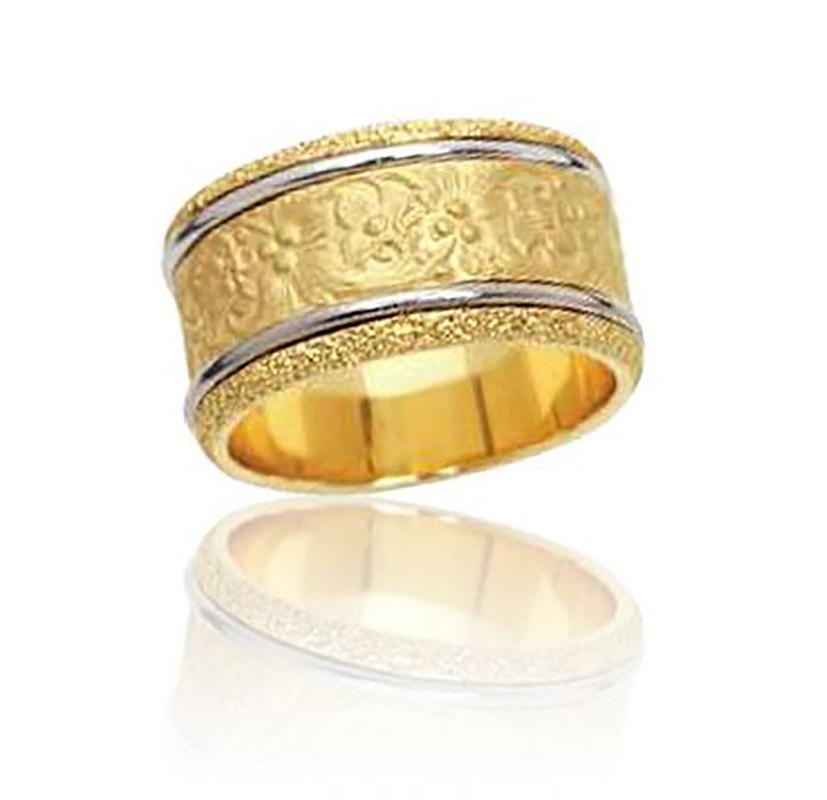 טבעת נישואין עם ריקוע פרחים