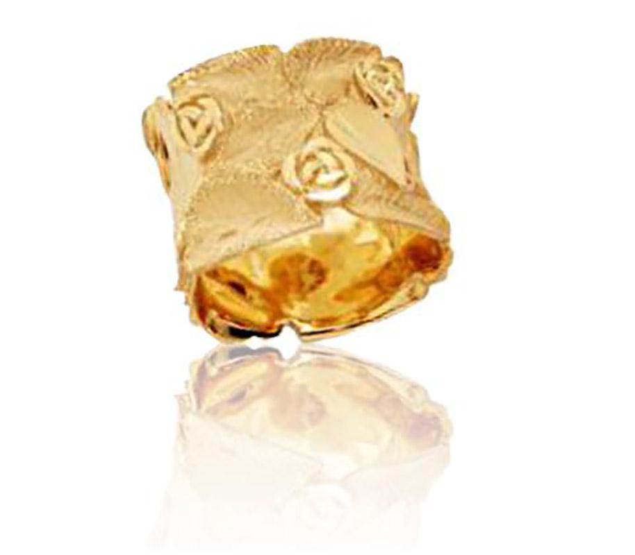 טבעת נישואין בעיטור פרחים