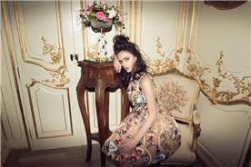שמלת ערב פרחונית בעיצוב רטרו