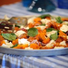 פלטת ירקות בתנור וגבינות