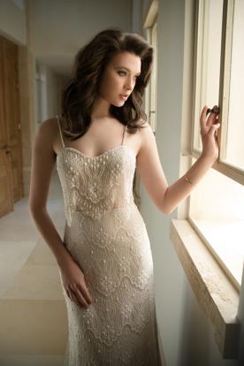 שמלת כלה עם פנינים