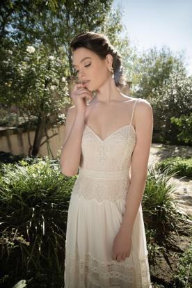שמלת כלה עם חגורת מותן מתחרה
