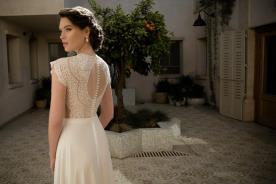 שמלת כלה עם תחרה וחרוזים
