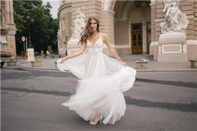 מעצבת שמלות