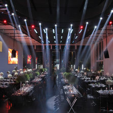 עיצוב תאורה באולם