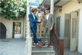 חליפת חתן: חליפה בצבע ירוק, חליפת שלושה חלקים, חליפה בגזרה ישרה, חליפה בדוגמה חלקה, חליפה בצבע כחול, חליפה בצבע חום - ESPANOL אספניול אופנה וחתנים