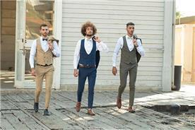 חליפת חתן: חליפה בצבע ירוק, וסט, חליפת שלושה חלקים, חליפה בגזרה ישרה, חליפה בדוגמה חלקה, חליפה בצבע כחול, חליפה בצבע חום - ESPANOL אספניול אופנה וחתנים