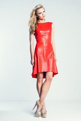 שמלת ערב אדומה מעור אסימטרית