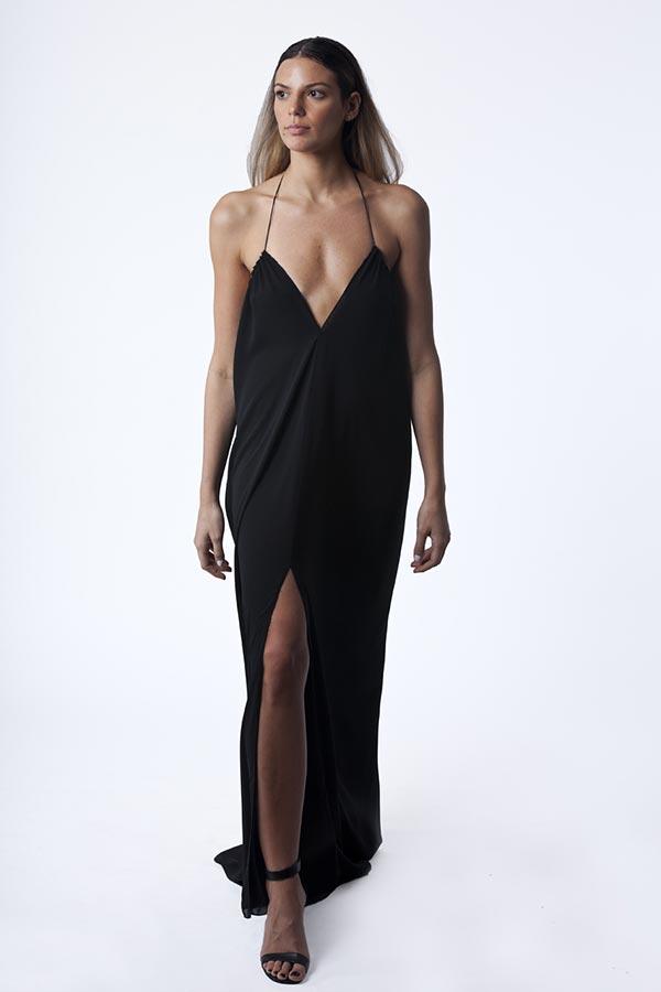 שמלת ערב שחורה עם מחשןף עמוק