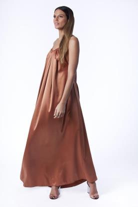 שמלת ערב נשפכת מסאטן
