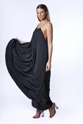 שמלת ערב שחורה בסגנון קלאסי