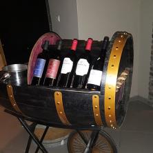 עגלת יין בכניסה לאירוע