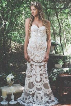 שמלת כלה סטרפלס ורקמת תחרה
