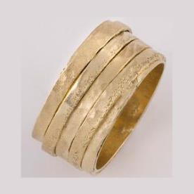 טבעת נישואין מכמה טבעות