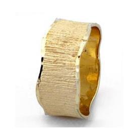 טבעת נישואין גלית עם פסים