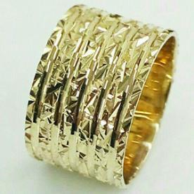 טבעת נישואין רחבה לכלה