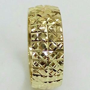 טבעת נישואין עם חריטות לכלה