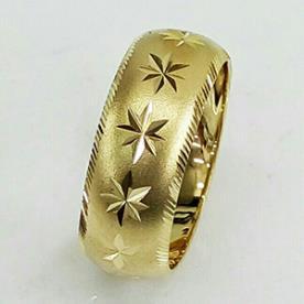 טבעת נישואין: תכשיט לאישה, תכשיט מזהב צהוב, תכשיט בסגנון רחב, תכשיט בעיטור כוכבים - אודיאם תכשיטים