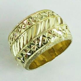 טבעת נישואין רחבה ריקועים שונים