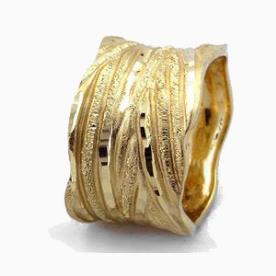 טבעת נישואין גלית עם ריקועים