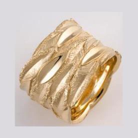 טבעת נישואין רחבה עם עלים