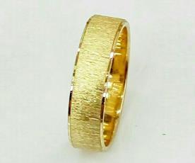 טבעת נישואין לגבר עם ריקועים