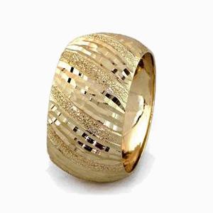 טבעת נישואין רחבה ריקועי פסים