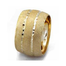 טבעת נישואין קמורה עם פסים