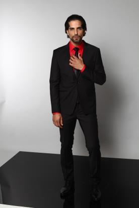חליפת חתן שחורה וחולצה אדומה