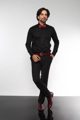 חליפת חתן שחורה ונגיעות בורדו