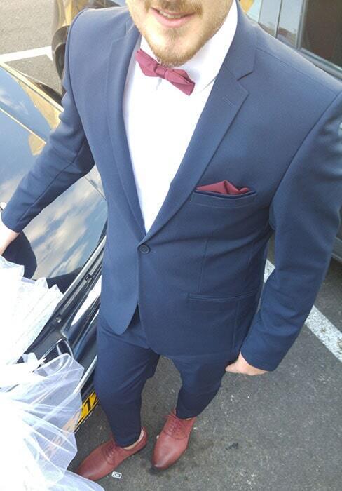 חליפת חתן: חליפת שלושה חלקים, חליפה בגזרה ישרה, חליפה בדוגמה חלקה, חליפה בצבע כחול - אלה חליפות חתן