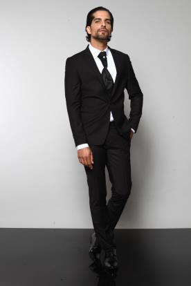 חליפת חתן קלאסית ועניבה מיוחדת