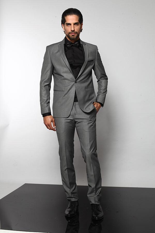חליפת חתן אפורה וחולצה שחורה
