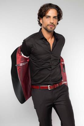 חליפת חתן שחורה עם נגיעות אדום