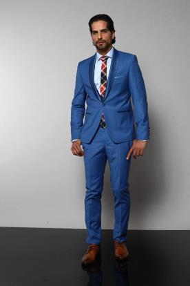 חליפת חתן מרשימה ועניבה משובצת
